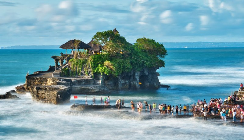 Indo-Bali-TanahLottemple800