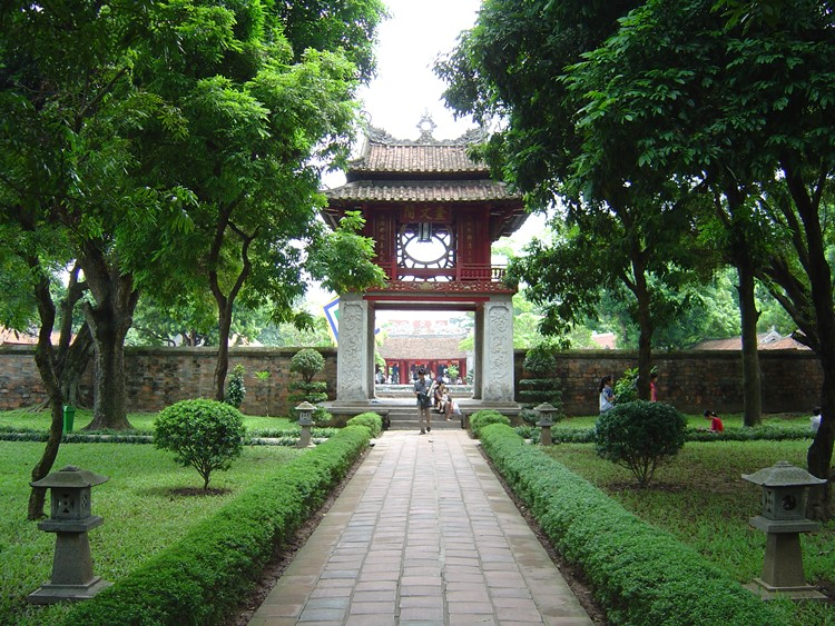 VN-Hanoi-Temple_of_Litterature-750