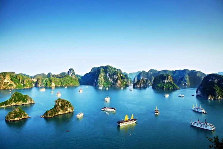 VN-halong-bay-broad-view-750