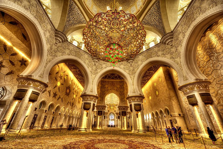 Abu-Dhabi-Sheikh_Zayed_Mosque-interior-900
