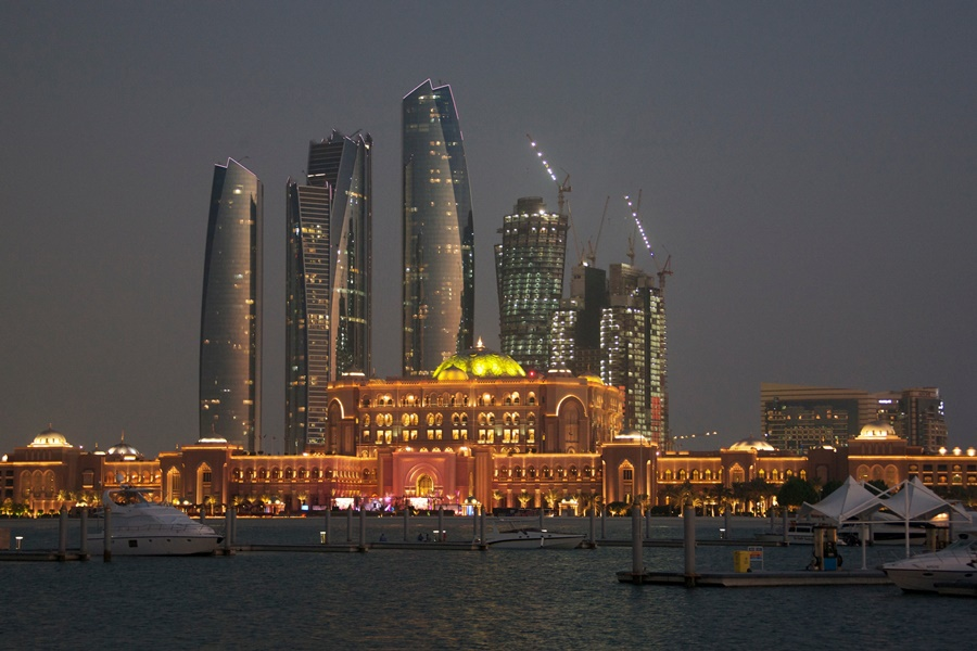 Abu-Dhabi-emirates-palace-outside-900